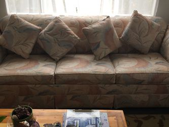 Excellent Queen Size Sleeper Couch for Sale in San Marcos,  CA
