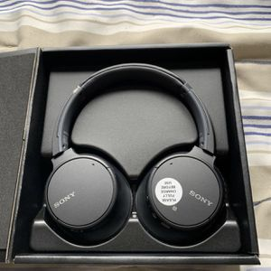 Black Sony Overhead WH-CH700N Wireless Noise-Canceling Headphones (Retail $199) for Sale in Hollywood, FL