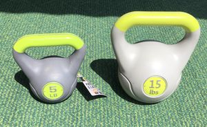 2x kettlebell 1x 5lb and 1x 15lb kettlebells workout kettle bell 5 lb 15 lb pounds pound weight weights for Sale in Cleveland, OH