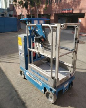 2010 Genie 12' vertical lift for Sale in Los Angeles, CA