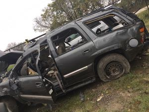2001 GMC YUKON 5.3L FOR PARTS ONLY for Sale in Dallas, TX