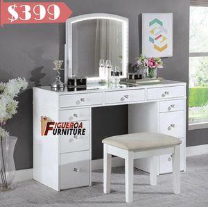 Vanity desk complete set (3 pieces) for Sale in Huntington Park, CA