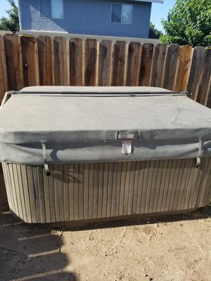 Hot tub jacuzzi for Sale in Modesto, CA