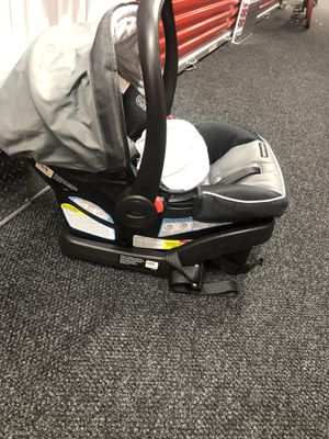 Graco SnugRide SnugLock 30 Infant Car Seat for Sale in The Bronx, NY