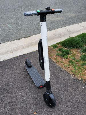 Segway ES4 ninebot Electric Scooter 18MPH 26 miles Range FAST for Sale in Sugar Land, TX