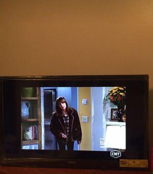 32' black flat screen for Sale in Starkville, MS