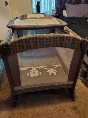 BABY TREND UNISEX JUNGLE PLAYPEN WITH CHANGING TABLE & CARRYING STORAGE BAG for Sale in Riverside, CA