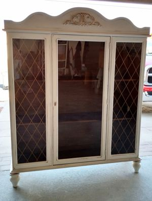 White French Country Hutch, Bookcase, Display Cabinet for Sale in Murrieta, CA