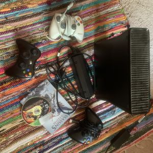 Black Xbox 360 for Sale in St. Louis, MO