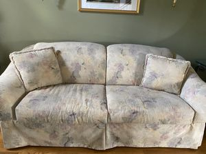Free furniture must be pick up today for Sale in Schaumburg, IL