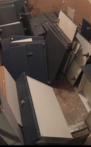 FREE! Kitchen drawers & cabinet doors with stainless steel knobs, and shelves**read ad** for Sale in Miami, FL