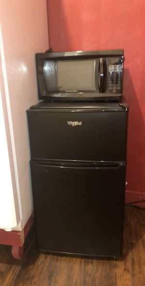 Whirlpool mini fridge and Proctor silex microwave for Sale in Ashburn, VA