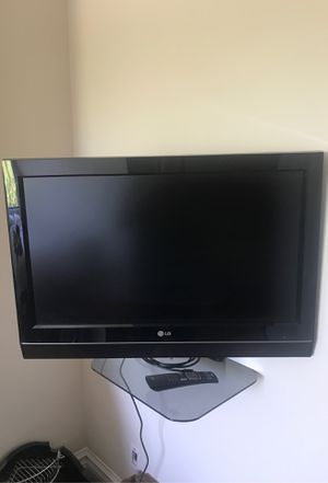 """32"""" LG flat screen with wall mount. for Sale in Boston, MA"""