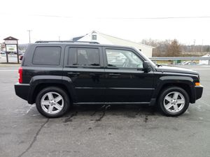 For sale 2010 Jeep Patriot 4x4 Runs & drives Good is my daily car has 136**** miles clean title for Sale in New Holland, PA