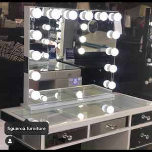 Hollywood Vanity Mirror with (Bluetooth) for Sale in La Habra Heights, CA