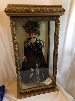 "Like new Camellia Garden 16"" doll in case for Sale in Montclair, CA"
