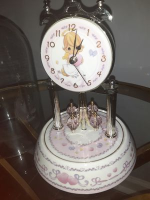 VINTAGE CERAMIC PRECIOUS MOMENTS COLLECTABLE CLOCK. for Sale in Powder Springs, GA