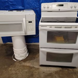 Kenmore Electric Stove And Microwave Good Working Conditions for Sale in Wheat Ridge, CO