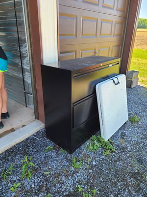 3 drawer locking filing cabinet with keys for Sale in MC CONNELLSBG, PA