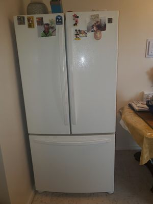 Kenmore (Sears) Cream Colored Refrigerator. 33W 23CF 69H. Very Good condition. for Sale in The Bronx, NY