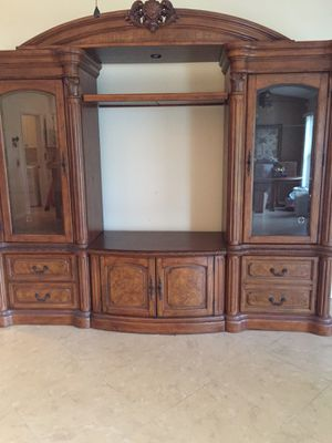 Entertainment center in Mint condition for Sale in Lehigh Acres, FL