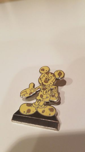Mickey Mouse Disney pin for Sale in Orlando, FL