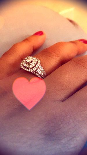 Beautiful diamond ring! Paid $2200 you can get it for $600 for Sale in Hillcrest Heights, MD