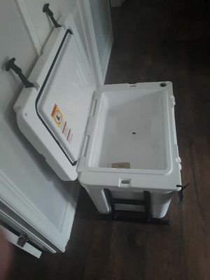 Yeti Haul Cooler With Wheels **BRAND NEW** for Sale in Norge, OK