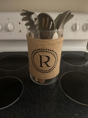 Burlap utensil holder w/ the initial 'R' for Sale in Midland, TX