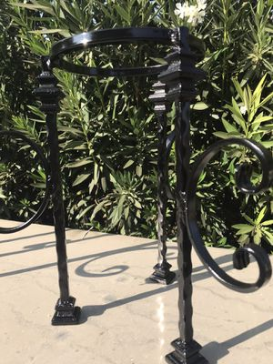 Black 8in flower stand for Sale in Perris, CA