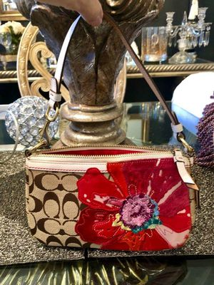 AUTHENTIC COACH SIGNATURE POPPY FLORAL DEMI BAG LEATHER AND SUEDE for Sale in Miami, FL