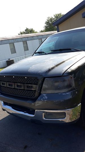 For sale Excellent Ford F150 List for work, has semi new tires with toolbox on the back part and with a good sound appliance for Sale in Gallatin, TN