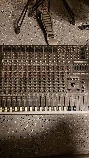 MACKIE 16 channel sound mixer for Sale in Beaumont, CA