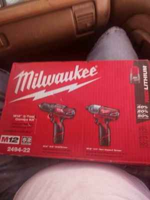 Milwaukee 2-tool combo kit M12 12 volt lithium-ion cordless drill driver/impact driver combo kit for Sale in Colton, CA