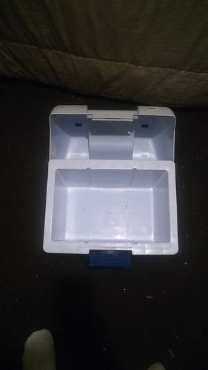 Cooler rubbermaid for Sale in Providence, RI