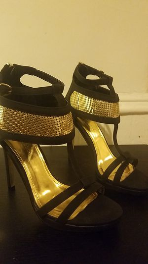Beautiful Black and gold high heels for Sale in Philadelphia, PA