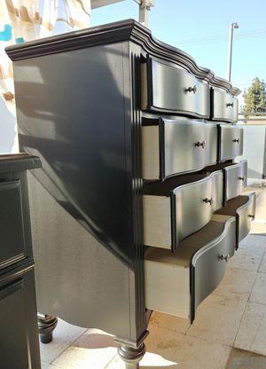 Beautiful black dreser!! for Sale in Grand Terrace, CA