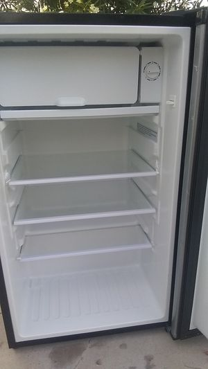 Magic Chef upright freezer and refrigerator for Sale in Las Vegas, NV