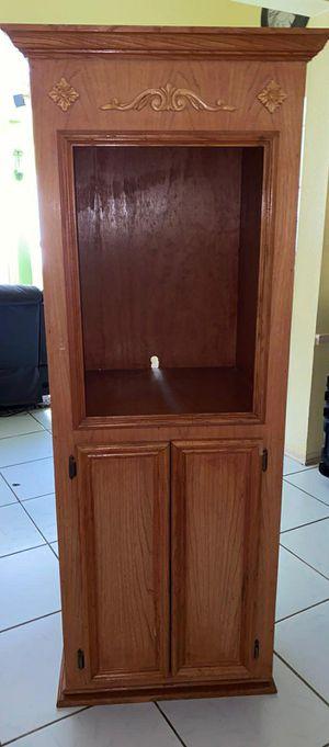 Mueble grande en buenas condiciones mide 7 pies de altura x 2 de ancho for Sale in Humble, TX