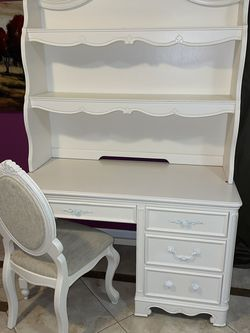 Beautiful White Study Desk W/Hutch And Chair for Sale in Livermore,  CA