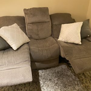 Lovely Reclining Sofa for Sale in Jersey City, NJ