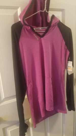 NWT Reebok Pullover Hoodie Light weight athletic top Med for Sale in Knightdale, NC