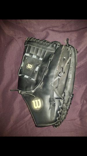"""14"""" Wilson Elite softball mitt / glove for Sale in Orland Park, IL"""