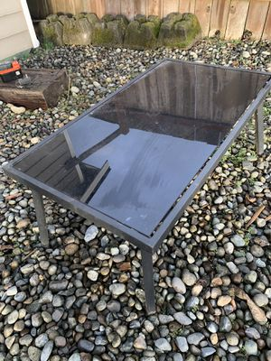 Glass top outdoor coffee table for Sale in Maple Valley, WA