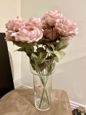 Bouquet of pretty fake flowers with vase for Sale in Cupertino, CA