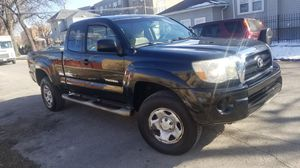 2006 toyota tacoma 4x4 manual transmission runs and drive great 4 cylinder 98 miles on it for Sale in Chicago, IL