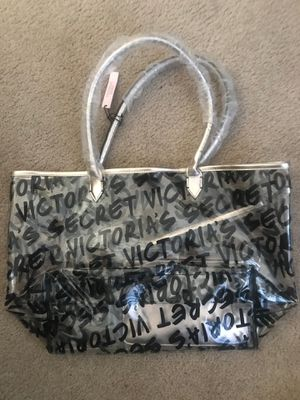 Victoria bag and makeup bag for Sale in Palmdale, CA