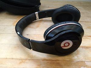 Beats studio pro headphones noise canceling for Sale in Ojai, CA