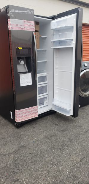 REFRIGERATOR for Sale in Lakewood, CA