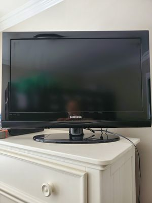 Samsung 32 inch TV with stand works great! for Sale in San Pedro, CA